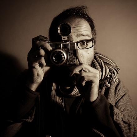 Mehdi, créateur de visuels avec photographies & infographie